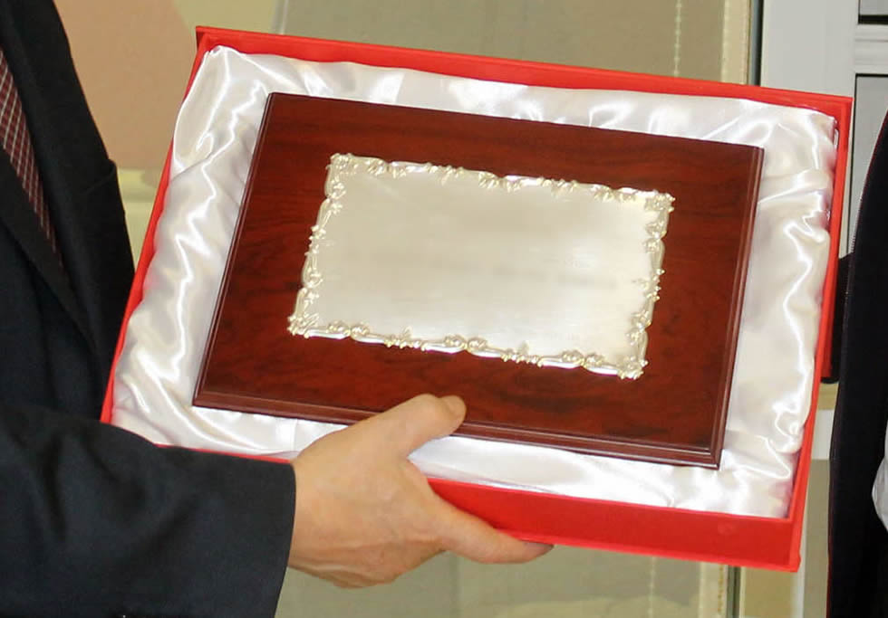 Regalos originales: Regala placas conmemorativas