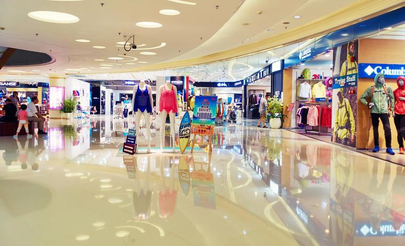 ¿Cómo vender más dentro de un centro comercial?